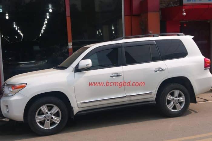 Toyota Land Cruiser VTX Prado Hire in Dhaka to across Bangaladesh